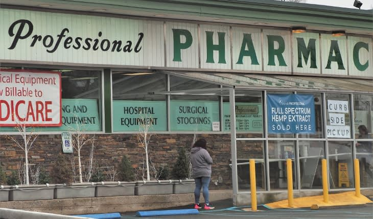 Pharmacy Now Meeting Its Customers at Curb-Side
